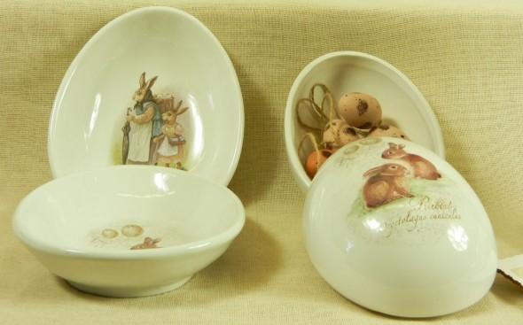 πιάτα και αυγοθήκες σε σχήμα αυγού