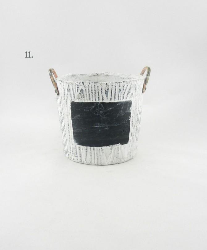 keramiko kaspo me mavro plaisio gia epigrafi me kimolia