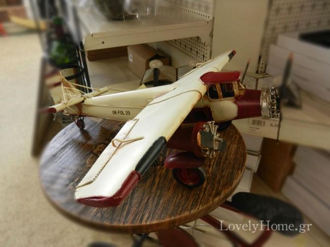 Pic from a shelf: Αεροπλάνο μινιατούρα