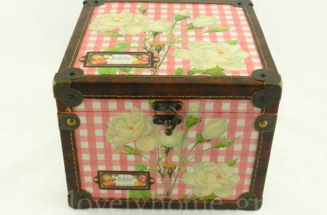 Vintage κουτί μπαούλο αποθήκευσης σε κόκκινο καρό