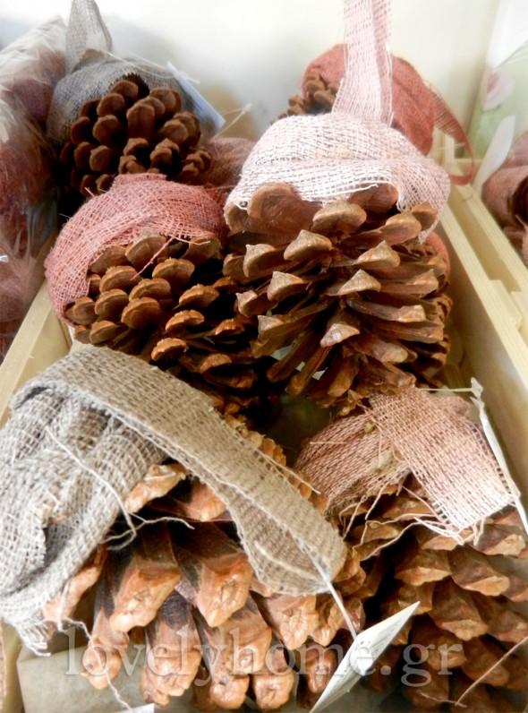 Κρεμαστά κουκουνάρια στολίδια για το δέντρο