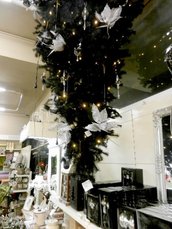 Μαύρο χριστουγεννιάτικο δέντρο