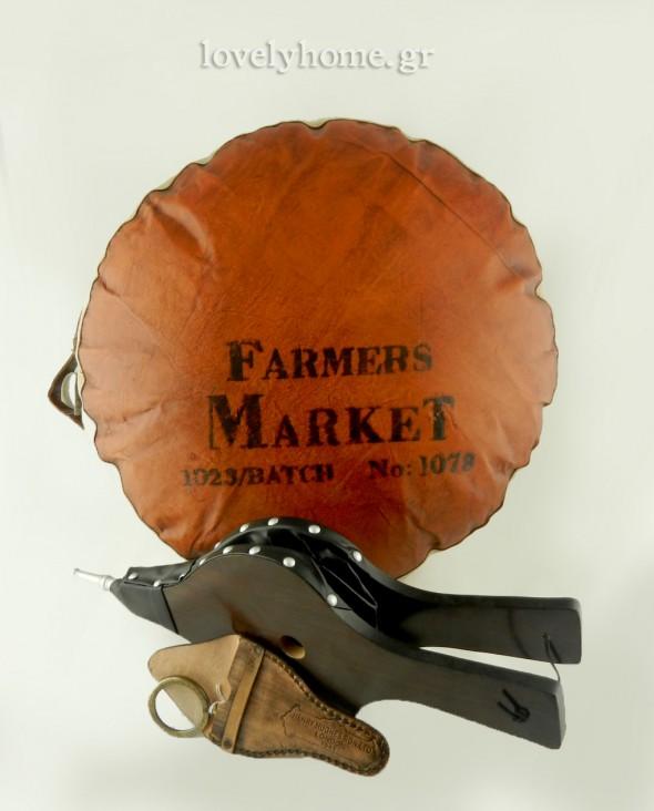 Δερμάτινο πουφ, Μεταλλικό φισερό τζακιού, μεγεθυντικός φακός σε δερμάτινη θήκη δώρα για τα Χριστούγεννα