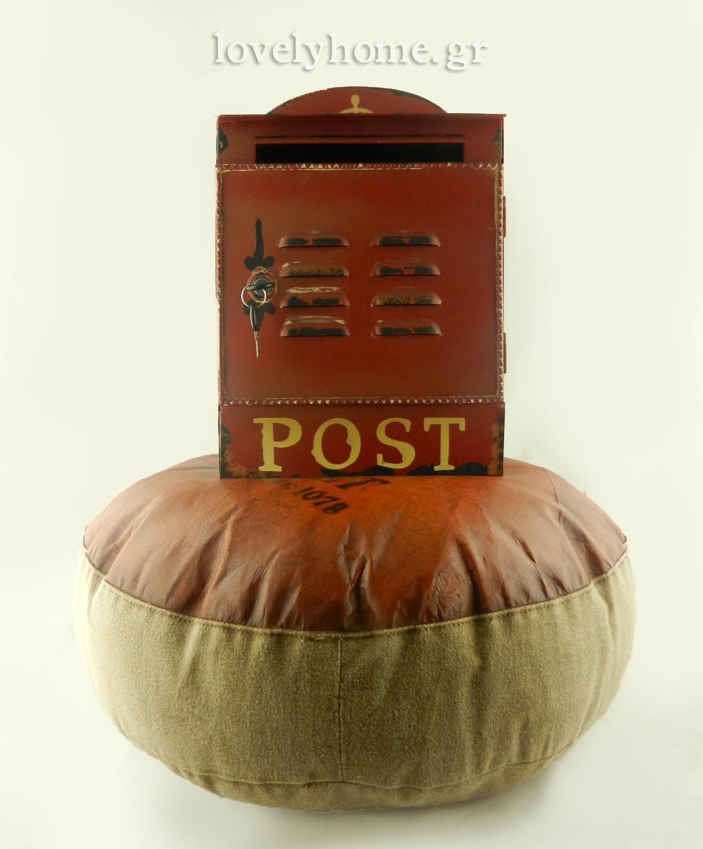 Ιδέες και προτάσεις για χριστουγεννιάτικα δώρα, δερμάτινο πουφ και μεταλλικό vintage γραμματοκιβώτιο