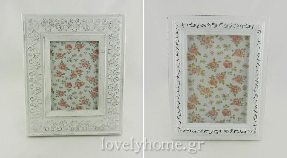 Λευκές κορνίζες σε vintage στυλ με τις οποίες θα μπορούσες να πετύχεις το παραπάνω αποτέλεσμα. Στο lovelyhome.gr υπάρχει μια μεγάλη συλλογή από κορνίζες
