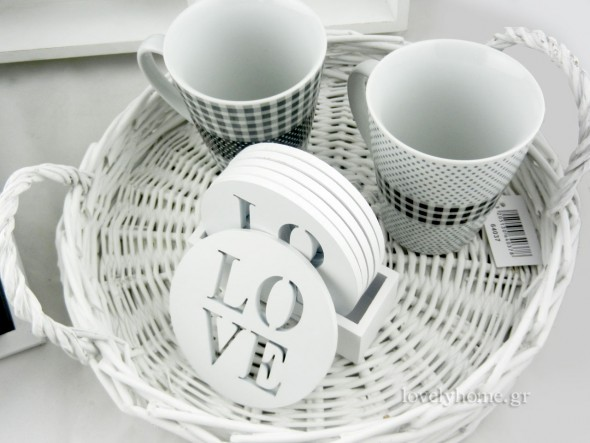 Κούπες για καφέ με ασπρόμαυρα μοτίβα.