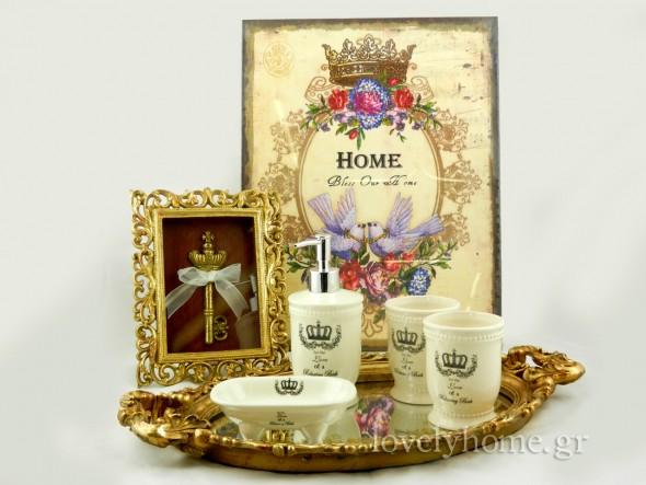Πίνακας Bless our Home 7,36 ευρώ | Vintage κλειδί σε κορνίζα 7,69 ευρώ | δίσκος vintage με καθρέφτη 24,11 ευρώ | Κεραμικό σετ μπάνιου 4 τεμαχίων σε εκρού χρώμα 8,85 ευρώ (τιμές χωρίς ΦΠΑ)