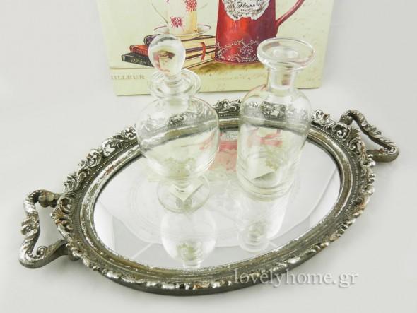 δίσκος vintage με καθρέφτη 22,57 ευρώ | μπουκάλια με λευκό σχέδιο και γυάλινο πώμα 4,99 ευρώ και 4,10 ευρώ (τιμές χωρίς ΦΠΑ)