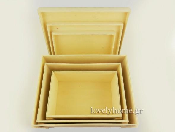 Τα τρία κουτιά, ανοιχτά. Σετ με 3 ξύλινα κουτιά με καπάκι και μεταλλικές λαβές στο πλάι Κωδ:04104346 Τιμή χωρίς ΦΠΑ 33,79 ευρώ