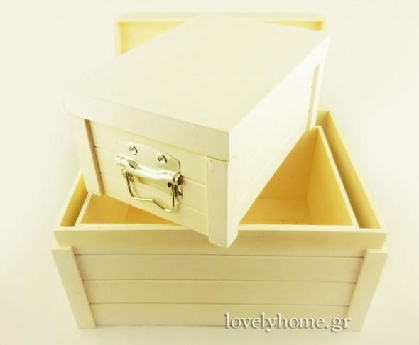Άποψη Σετ με 3 ξύλινα κουτιά με καπάκι και μεταλλικές λαβές στο πλάι Κωδ:04104346 Τιμή χωρίς ΦΠΑ 33,79 ευρώ