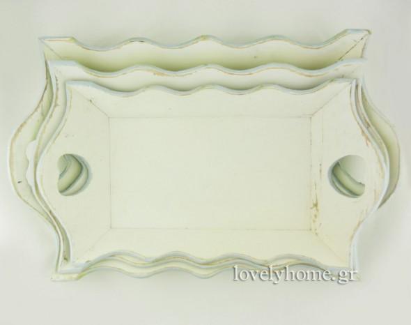 Σετ 3 ξύλινοι δίσκοι σερβιρίσματος σε vintage style σε λευκό/εκρού χρώμα με γαλάζιο τελείωμα περιμετρικά 17,59 ευρώ χωρίς ΦΠΑ