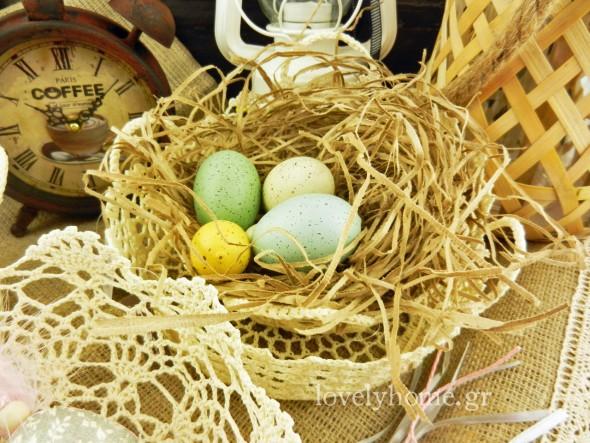 Πλεκτά καλαθάκια και πανέρια για τα πασχαλινά κουλούρια και τα κόκκινα αβγά