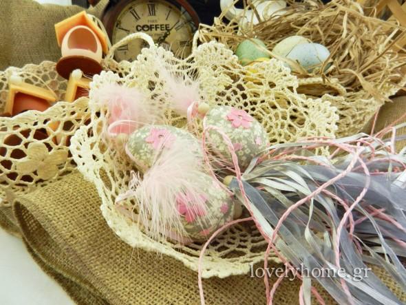 Κρεμαστά διακοσμητικά αβγά με κορδέλες και πούπουλα