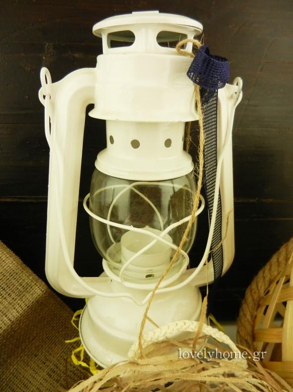 Λευκό φανάρι - Θα το βρείτε και σε άλλα χρώματα. Ιδανικό για καλοκαιρινές διακοσμήσεις, αλλά και για στολισμό γάμου και βάπτισης