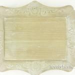 Ξύλινος ορθογώνιος δίσκος σε φυσικό χρώμα με σκάλισμα περιμετρικά 11,25 ευρώ χωρίς ΦΠΑ