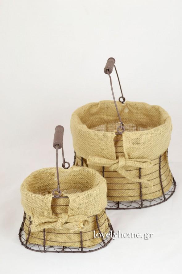Σετ που αποτελείται από 2 Καλάθια σιδερένια, εσωτερικά επενδυμένα με λινάτσα Κωδ:15054510 τιμή 6,26 ευρώ χωρίς ΦΠΑ