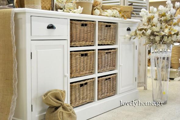 Μπουφές με συρτάρια, ντουλάπια και ράφια με καλάθια
