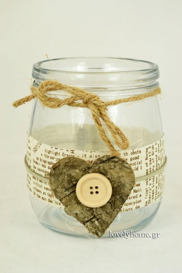 γυάλινο βαζάκι με ξύλινη καρδιά και κουμπί Κωδ:04105000 Τιμή χωρίς ΦΠΑ 4,10 ευρώ