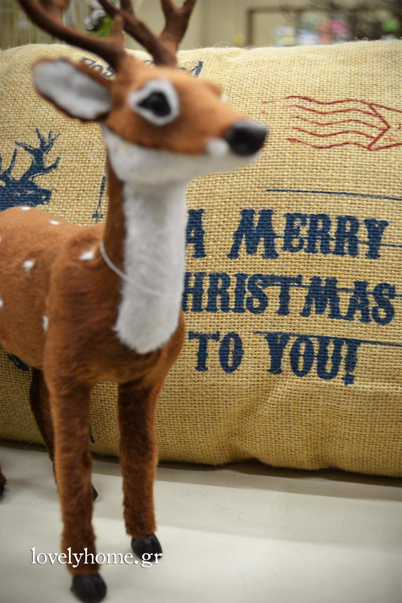 Ελαφάκι και μαξιλάρι χριστουγεννιάτικο
