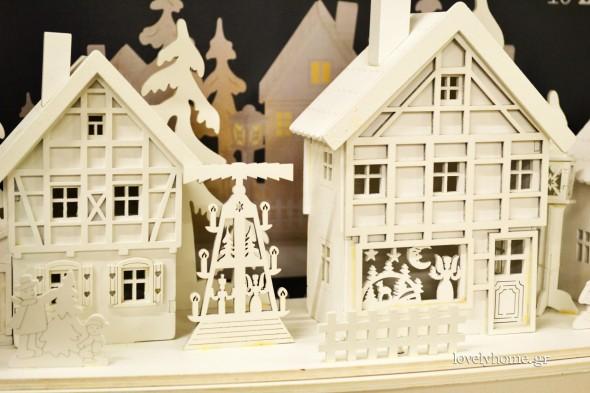 Χριστουγεννιάτικο διακοσμητικό χωριό