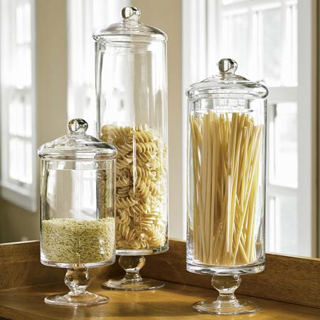 Και στην κουζίνα όμως, τα apothecary jars, δίνουν ιδιαίτερο στυλ όταν χρησιμοποιούνται για τα ζυμαρικά, το ρύζι και άλλα αντίστοιχα τρόφιμα ή βότανα και μπαχαρικά