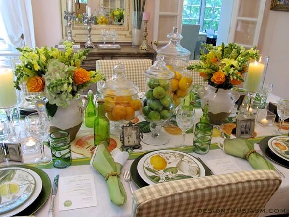 Δροσερή και φρέσκια διακόσμηση με φρούτα και εσπεριδοειδή μέσα σε γυάλες. Διακοσμούν από την κουζίνα και την τραπέζαρία, μέχρι τον μπουφέ και το επίσημο τραπέζι