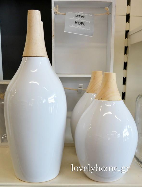 Κεραμικό βάζο σε λευκό χρώμα διαμέτρου 13 εκ. με ξύλινο στόμιο Κωδ:04105684 Τιμή 14,12 ευρώ | Κεραμικό βάζο σε λευκό χρώμα διαμέτρου 22 εκ. με ξύλινο στόμιο Κωδ:04105683 Τιμή 10,04 ευρώ (όλες οι τιμές είναι χωρίς ΦΠΑ)