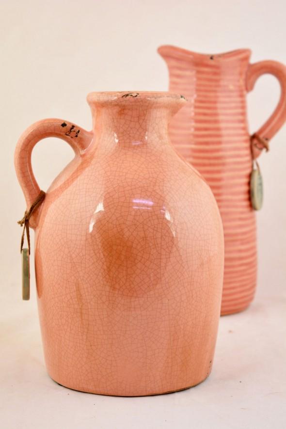 Κεραμικά βάζα σε ροζ χρώμα. Διατίθενται συνολικά σε 4 χρώματα.