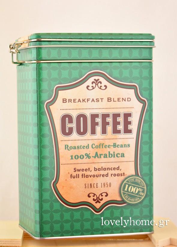 Μεταλλικό κουτί για καφέ σε 3 χρώματα πράσινο, κόκκινο και γάλαζιο, σύμφωνα με τα χρώματα και των άλλων ειδών της ίδιας σειράς. Έχει διαστάσεις 12x7x19 εκ. Κωδ:04105718 Τιμή χωρίς ΦΠΑ 4,62 ευρώ