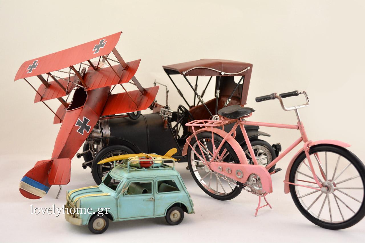 Οχήματα μινιατούρες όπως μηχανές, ποδήλατα, αυτοκίνητα και αεροπλάνα
